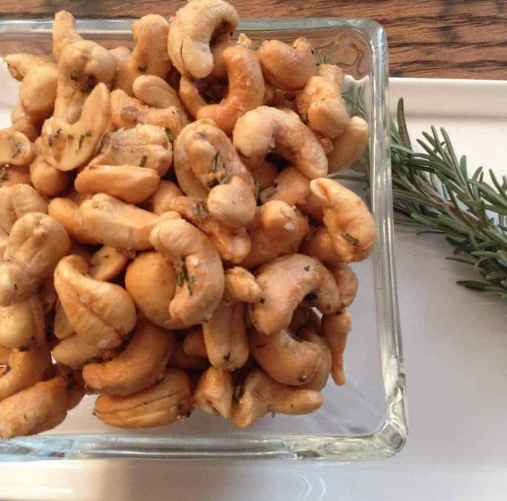 rosemary crusted cashews. these are SO ADDICTING.