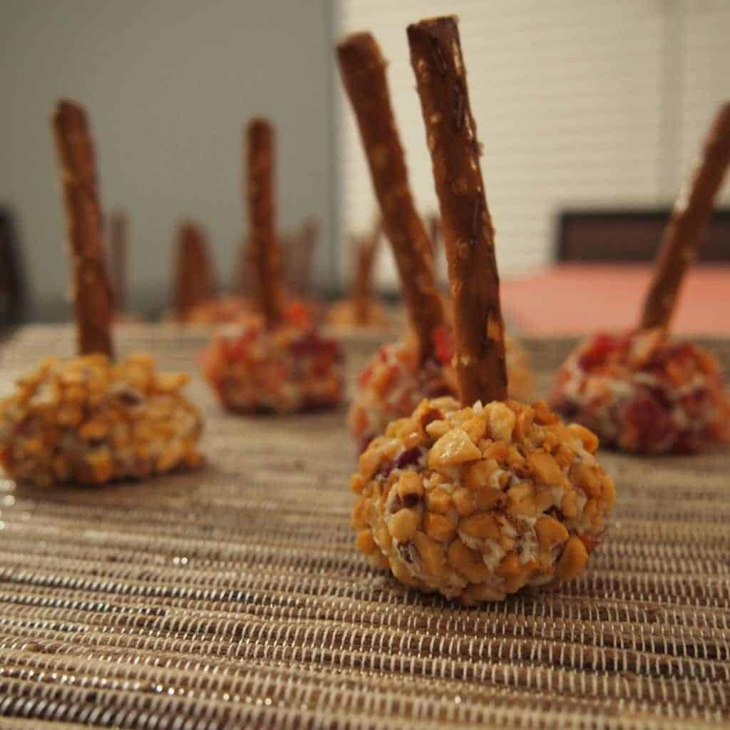 mini cheeseball bites...fun and cute appetizer! we are making these for new years eve.