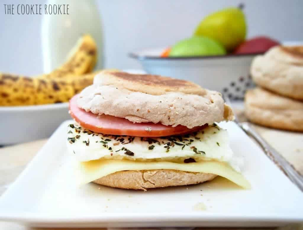 i am OBSESSED with mcdonalds egg white delights!! make it at home. super easy, delicious, and healthy!