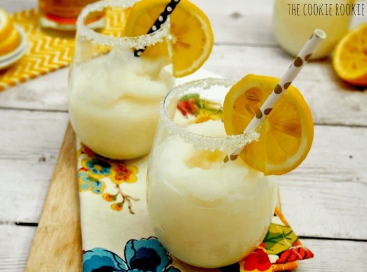 Frozen Lemon Sparklers with lemonade and vanilla is the perfect summer cocktail! - The Cookie Rookie