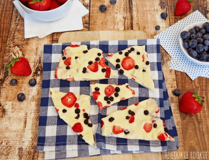 Red White and Blue Bark made with white chocolate and dried fruit! GENIUS! Happy #4thofJuly!! - The Cookie Rookie