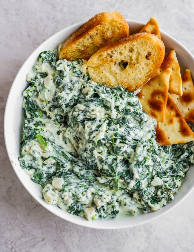 Crockpot Spinach Dip is a delicious and healthy(er) way to enjoy spinach parmesan dip at your next tailgate party. This easy spinach dip is the perfect appetizer! It's so tasty AND it's a healthy spinach dip you won't feel guilty about eating!