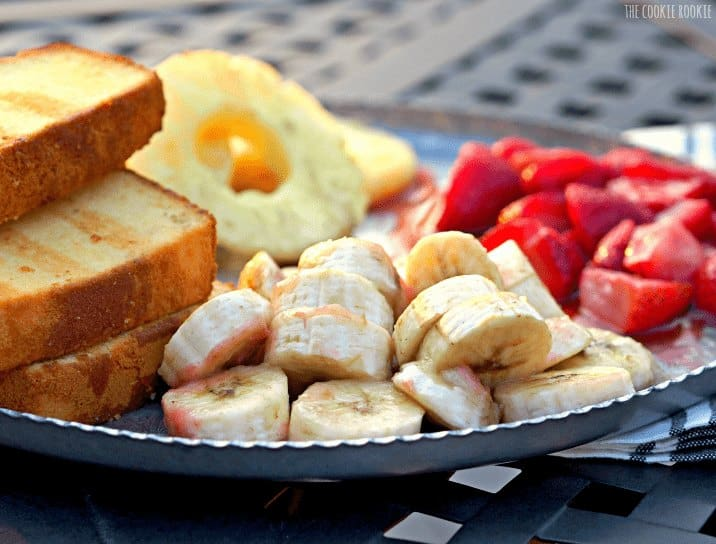 Grilled Banana Split Pound Cake, so delicious! Such a fun dessert for summer! - The Cookie Rookie