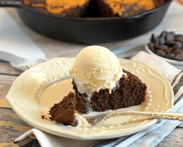 Skinny Pumpkin Pie Skillet Brownie. This is the best dessert ever! - The Cookie Rookie