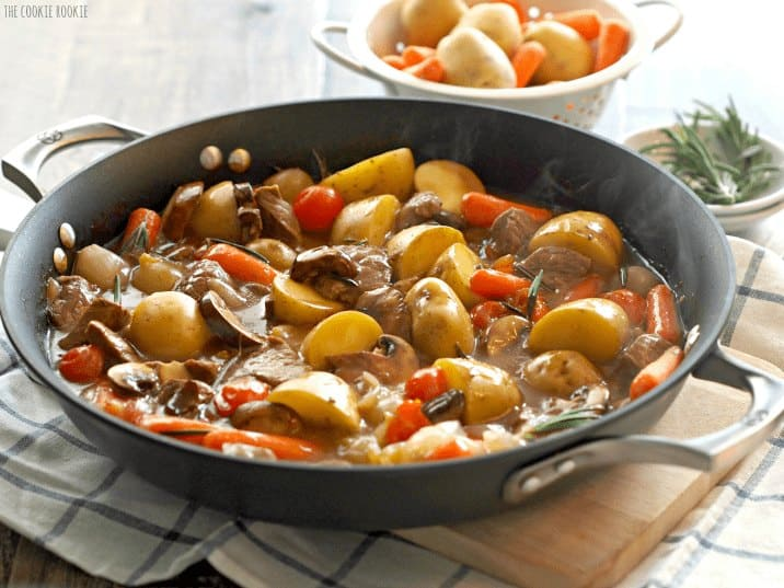 Easy Beef and Vegetable Skillet. The perfect healthy weeknight dinner! Comfort food at its best. - The Cookie Rookie