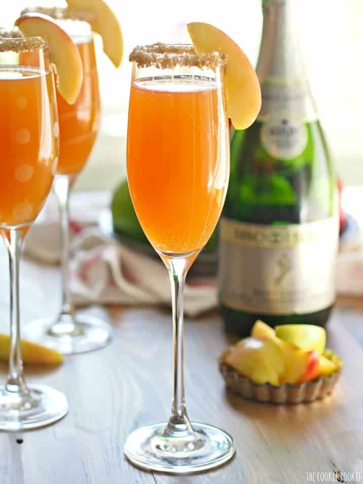 Apple Cider Mimosas. This is the best and easiest cocktail for Fall! Apple Cider loves Champagne :) | The Cookie Rookie