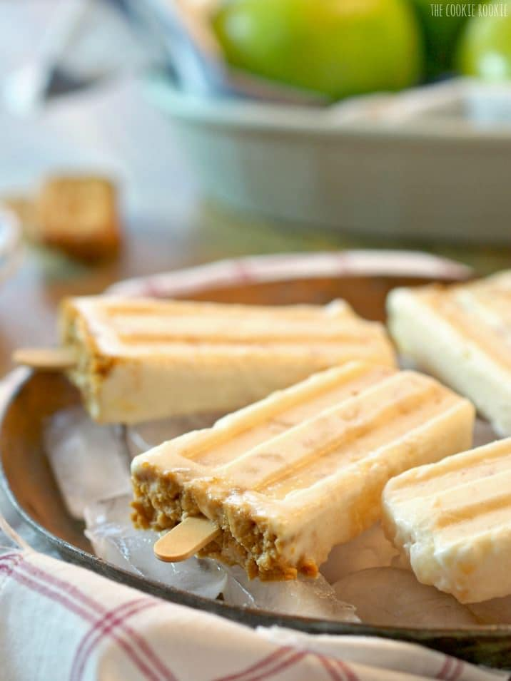 Apple Pie Popsicles, these taste JUST LIKE APPLE PIE! Easy sweet treat! | The Cookie Rookie