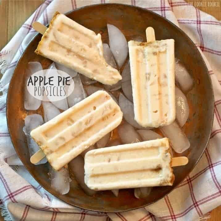 Apple Pie Popsicles, these taste JUST LIKE APPLE PIE! Easy sweet treat! | The Cookie Rookie