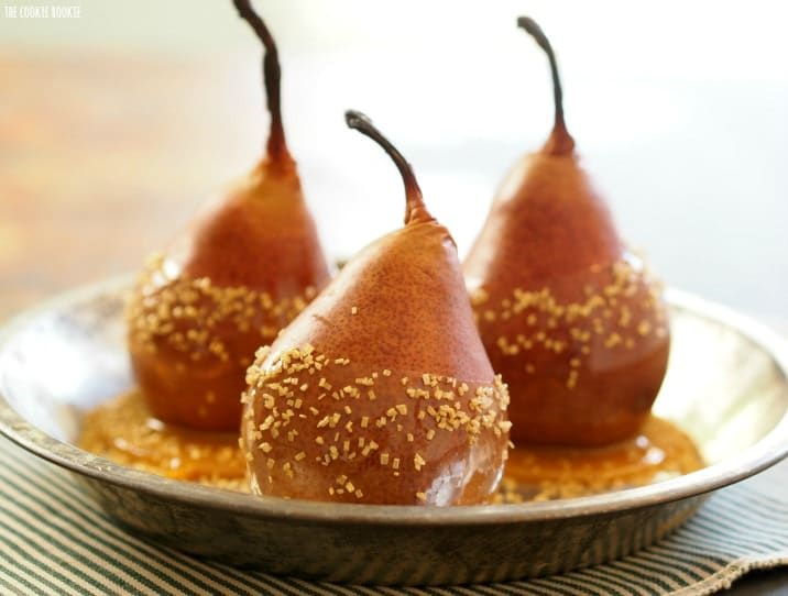 Baked Caramel Dipped Pears! Perfect Impressive (and HEALTHY) dessert for the holidays. SO EASY | The Cookie Rookie
