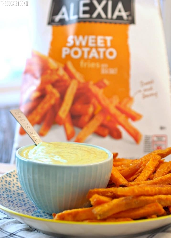Cilantro Lime Cream Sauce, easy yum! Perfect with Sweet Potato Fries | The Cookie Rookie
