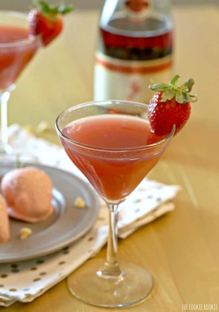 Strawberry Champagne Martini! Best of both worlds, part mimosa part martini! | The Cookie Rookie