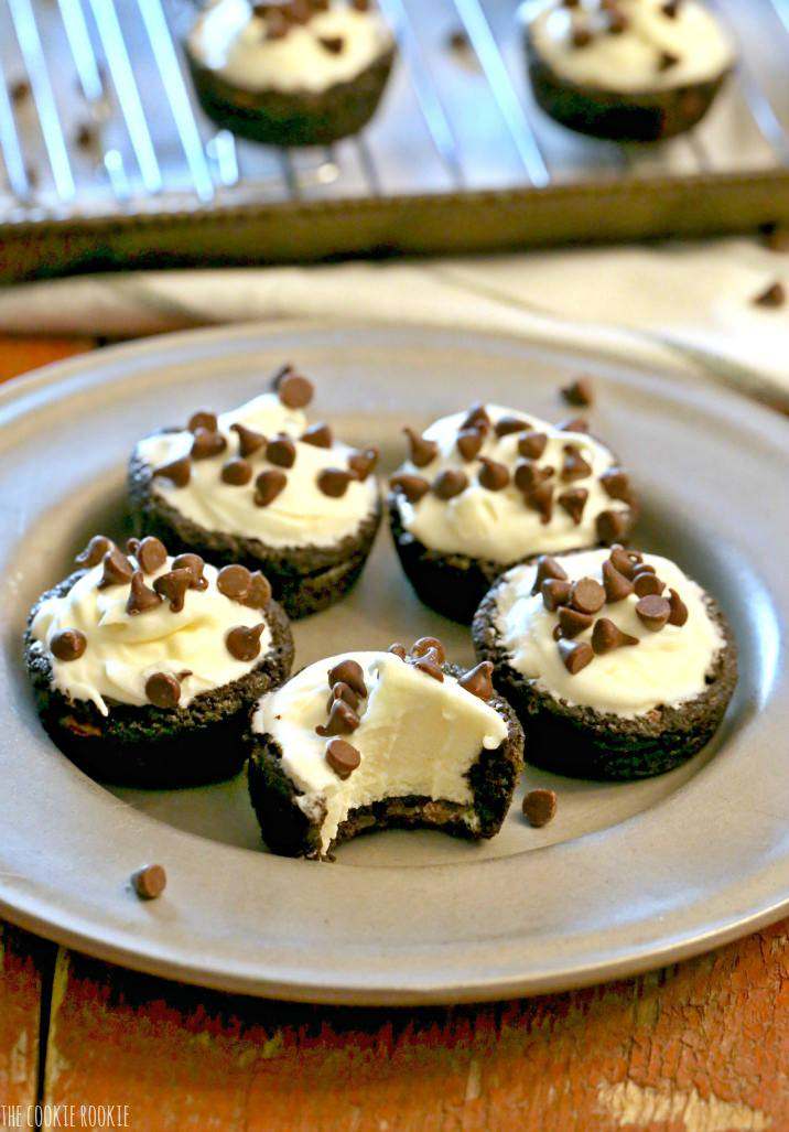 White Chocolate French Silk Pie Cookies. Double Chocolate Chip Cookie Cup filled with White Chocolate French Silk Pie filling. Yum! | The Cookie Rookie