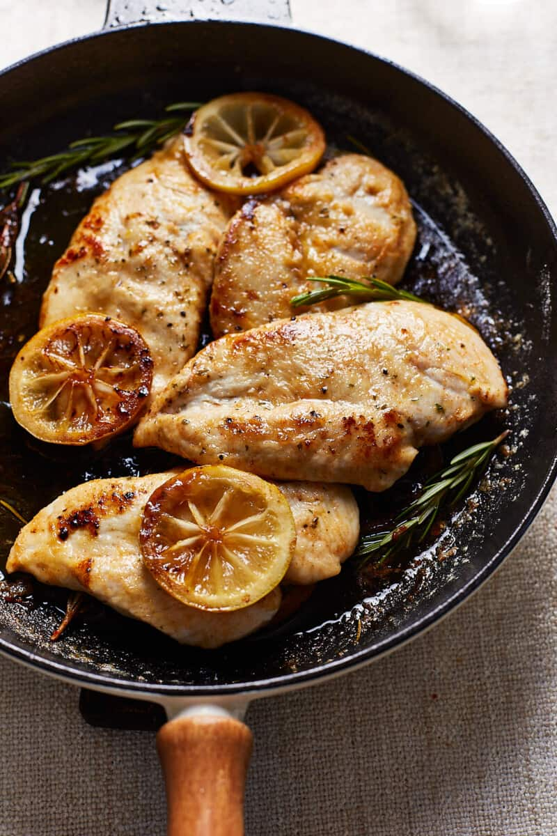 lemon chicken with rosemary and lemon slices