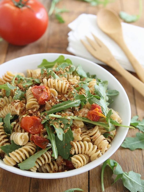Cream Cheese BLT Pasta Salad with Garlic Butter Breadcrumbs | Running to the Kitchen