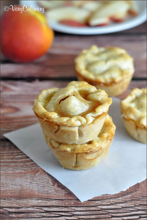Mini Peach Pies | Very Culinary