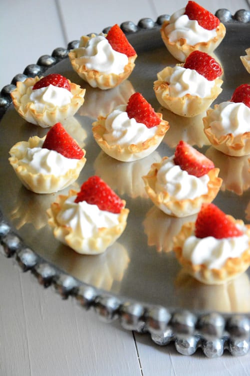 5 Ingredient Strawberries and Cream Tarts | The Housewife in Training Files
