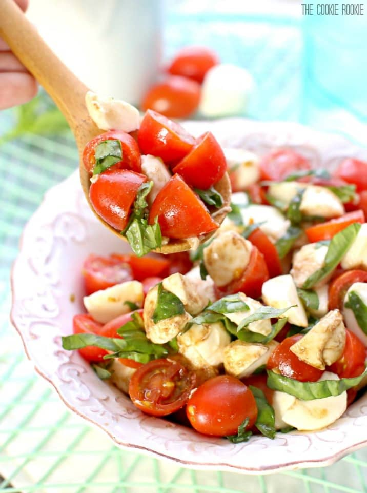how to cut tomatoes for caprese salad