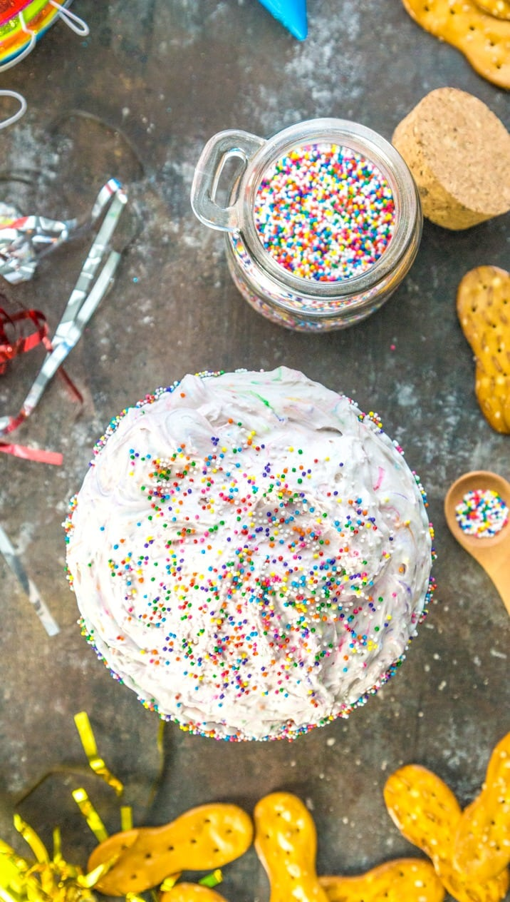 Skinny(er) Funfetti Cake Batter Dip! Birthday party favorite! SO easy and delicious. MAKE AHEAD THE NIGHT BEFORE!