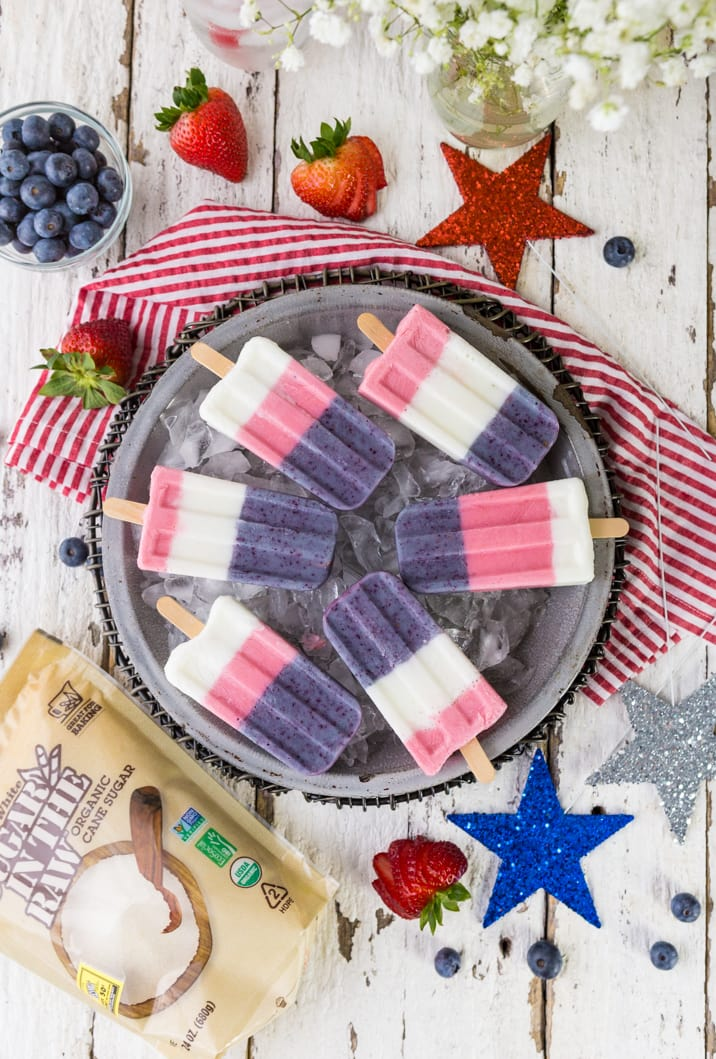 Red White and Blue Smoothie Pops! These popsicles are perfect for the 4th of July or Memorial Day! Celebrate USA with these easy red white and blue pops, so fun!