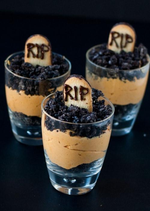 Pumpkin Dirt Pudding {Graveyard Parfaits} | Neighbor Food