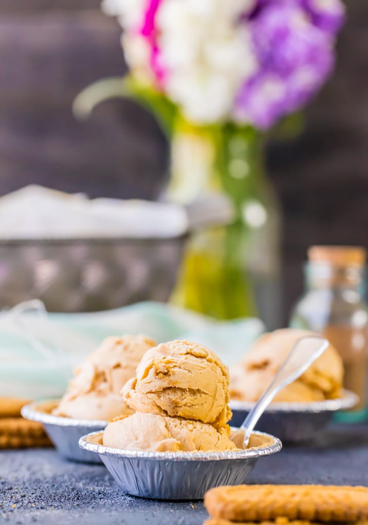 pumpkin ice cream in bowls