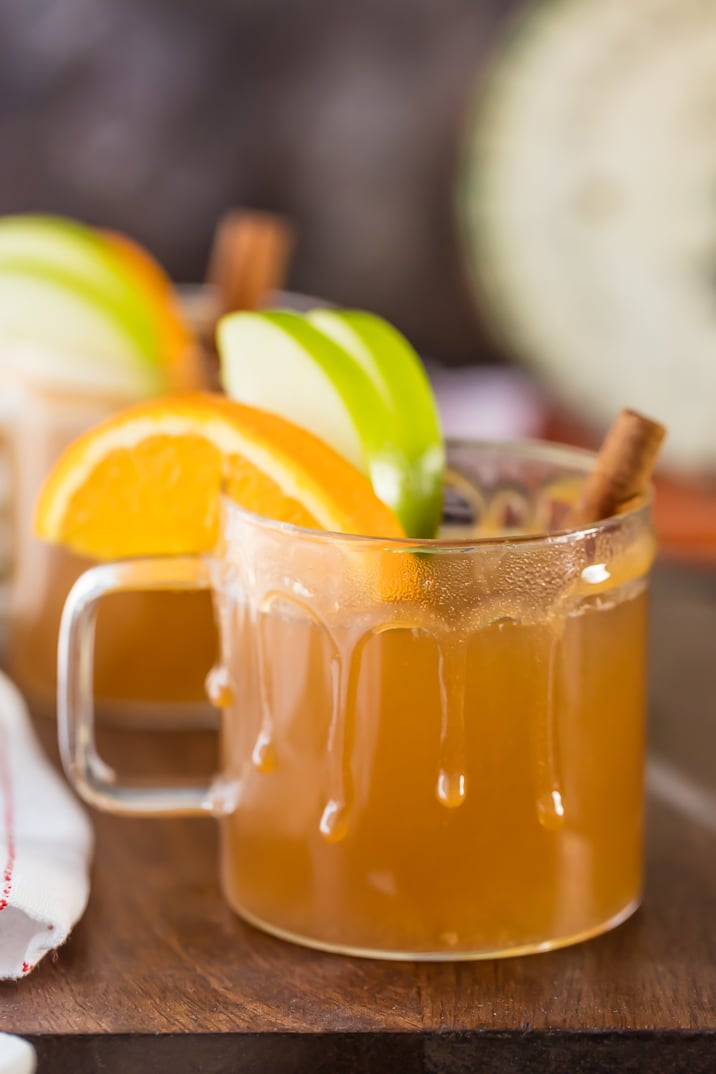 Crockpot apple cider in two clear mugs