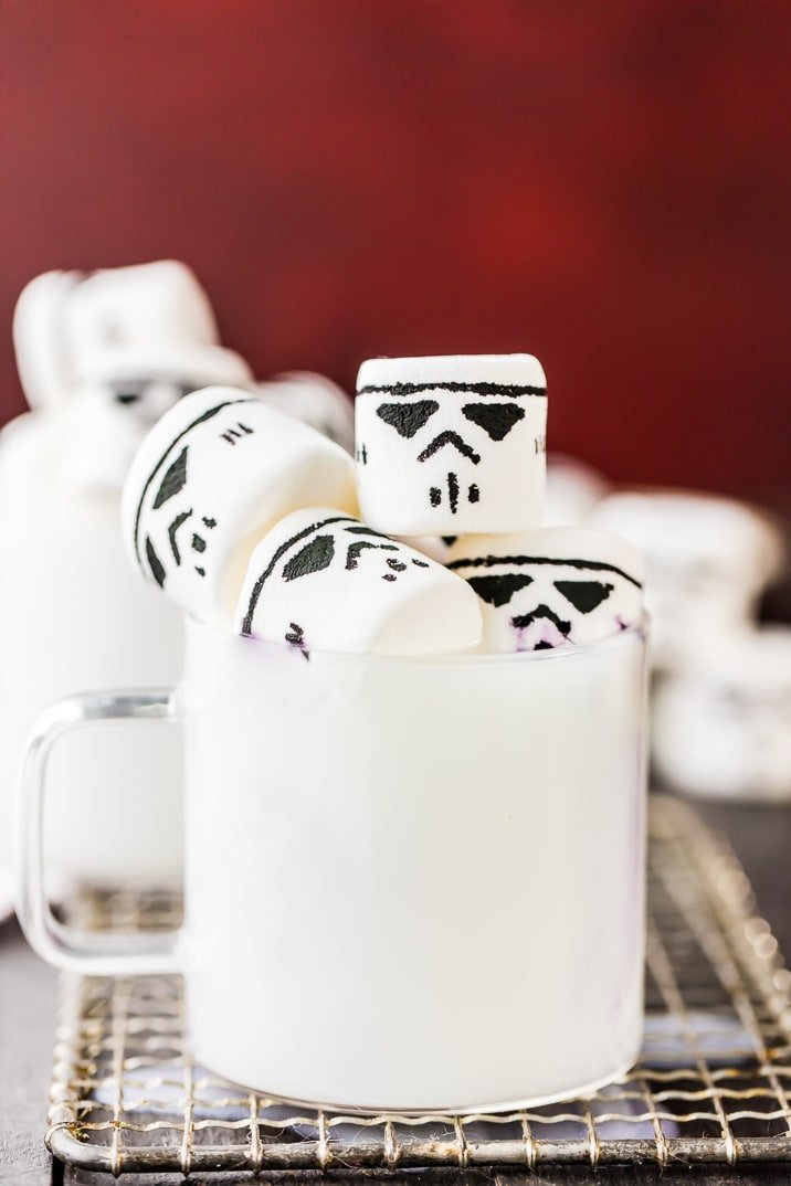 This EASY White Hot Chocolate with Stormtrooper Marshmallows is the perfect hot drink recipe for Star Wars fans this winter! So cute, fun, and simple!