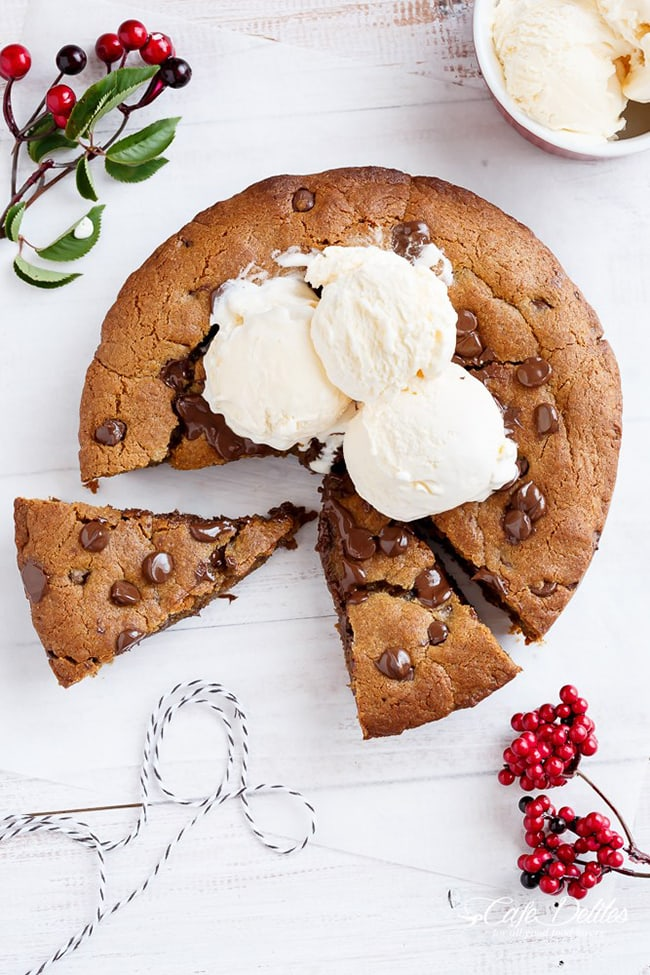 Nutella Stuffed Deep Dish Gingerbread Cookie | Cafe Delites