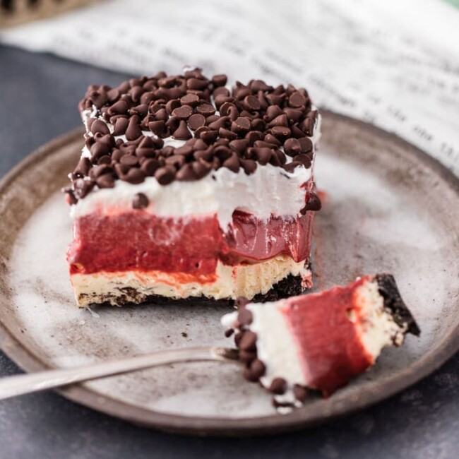 Red Velvet Cheesecake Dessert Lasagna is THE dessert for red velvet lovers! This delicious red velvet dessert is made with layers of cheesecake, chocolate pudding, chocolate chips, and whipped cream. It's creamy and tasty, the perfect Valentine's dessert!