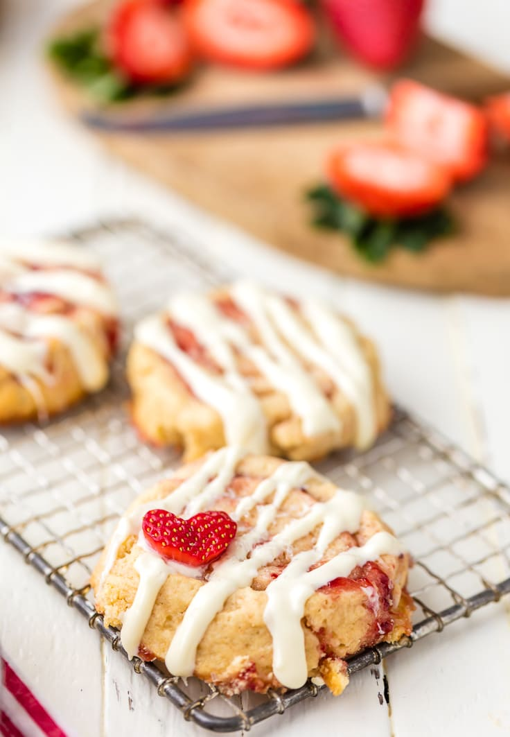 cinnamon roll cookies filled with strawberry jam