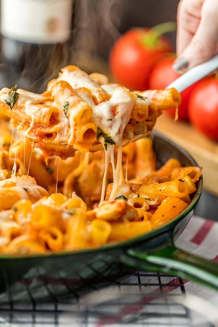 One pot chicken parmesan pasta only 6 ingredients video chicken parmesan pasta recipe uses only 6 ingredients and made in one pan this is forumfinder Choice Image
