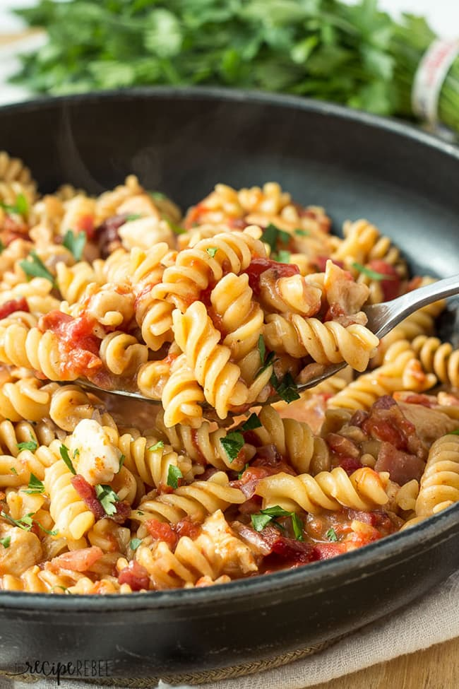 One-Pot BBQ Chicken and Bacon Pasta | The Recipe Rebel