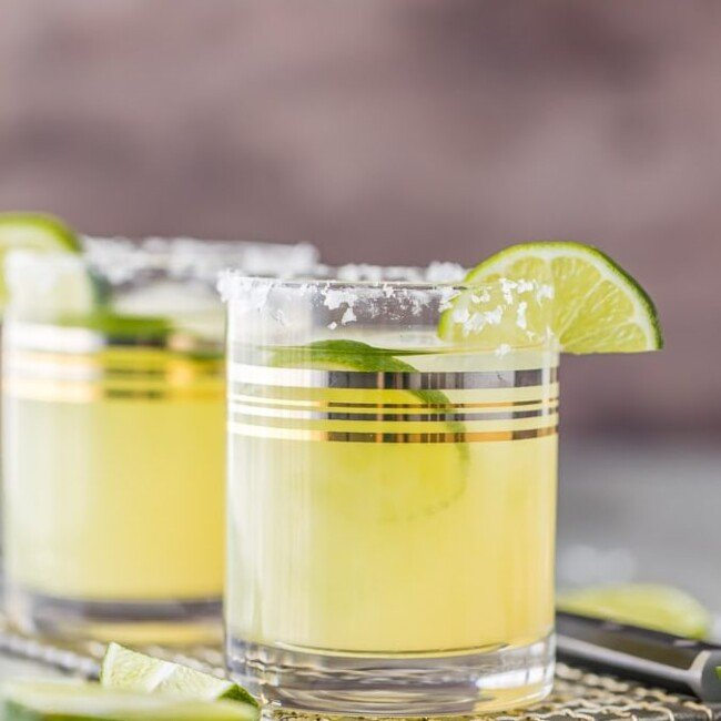 This Skinny Margarita Recipe is my go-to simple margarita recipe! With only 5 ingredients (good tequila, fruit juices, agave nectar, and soda) and lots of flavor, this classic margarita is a guilt free cocktail.This Skinny Margarita is just perfect for Cinco de Mayo!