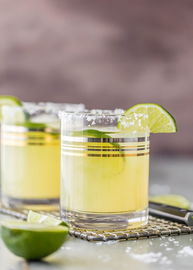 This Skinny Margarita Recipe is my go-to simple margarita recipe! With only 5 margarita ingredients (good tequila, fruit juices, agave nectar, and soda) and lots of flavor, this classic margarita is a guilt free cocktail. This Skinny Margarita is just perfect for Cinco de Mayo!