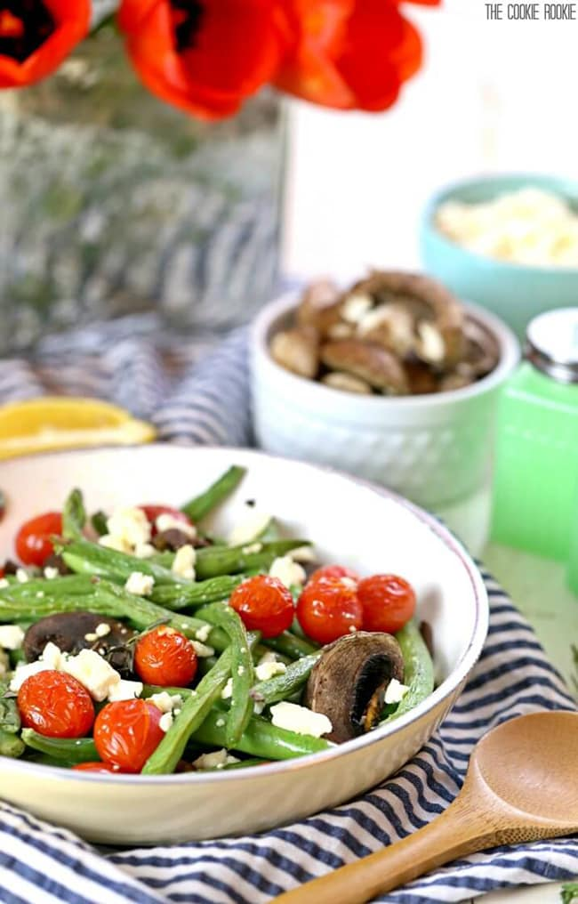 Roasted Green Beans with Feta and Tomatoes | The Cookie Rookie