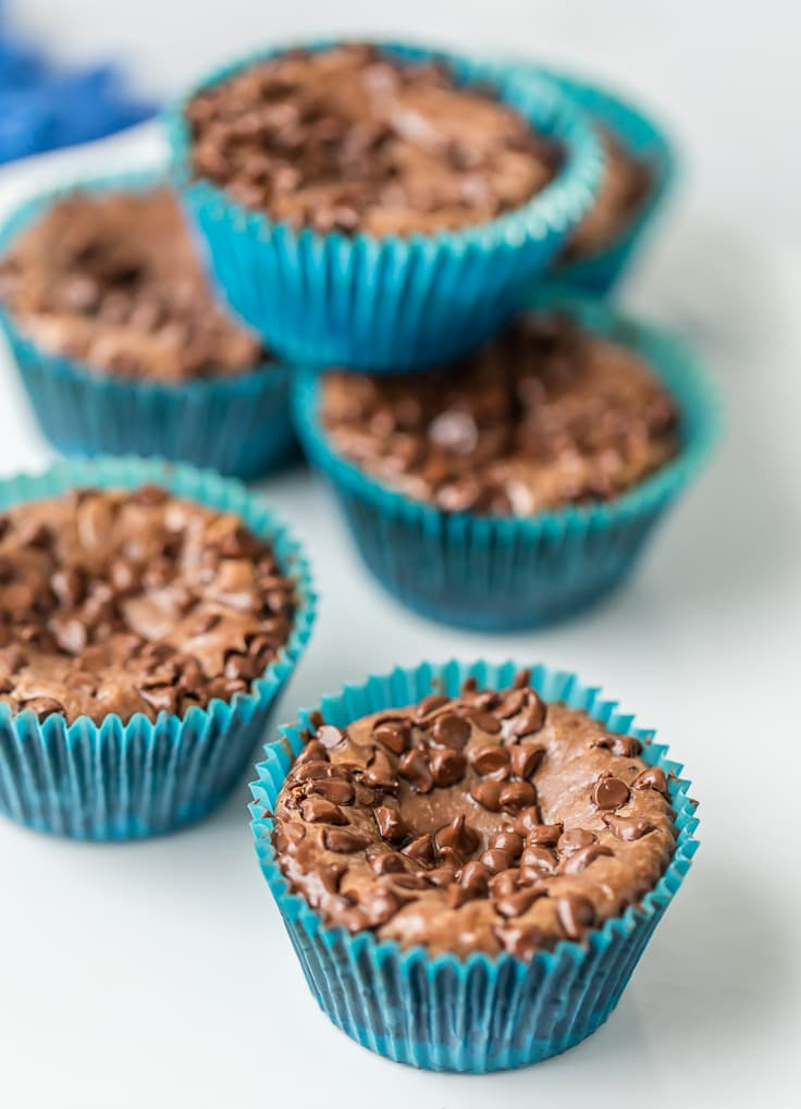MINI NUTELLA CHEESECAKES are the perfect EASY DESSERT RECIPE perfect for any occasion. So creamy, delicious, and addicting. Good luck eating only one!