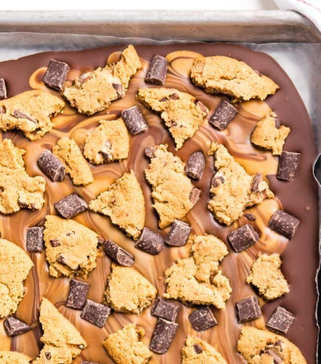 Peanut Butter Chocolate Chip Cookie Bark is the ULTIMATE easy dessert recipe! Only 4 ingredients stand between you and this party favorite. Loaded with peanut butter, milk chocolate, dark chocolate chunks, and chocolate chip cookies! Great last minute sweet treat for tailgating.