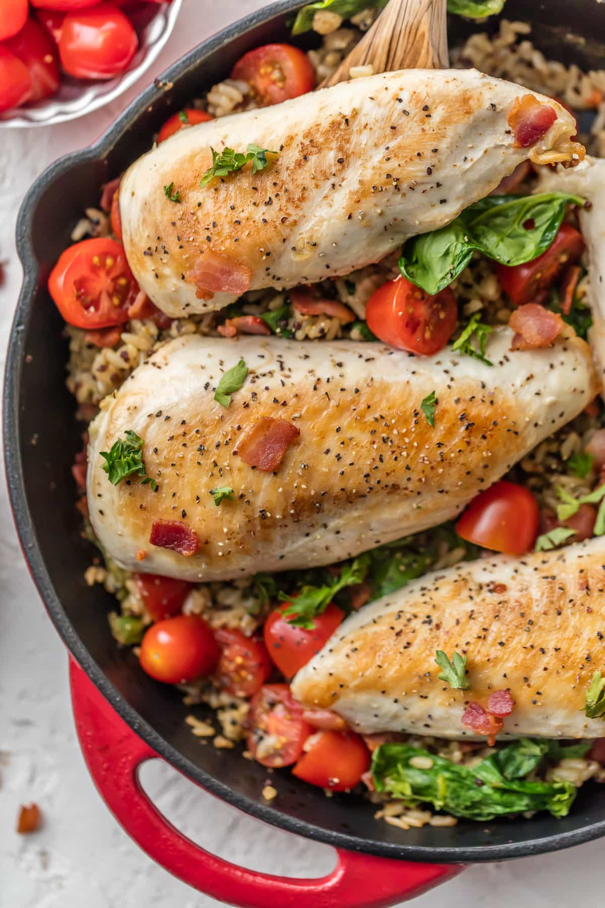 SKILLET BLT CHICKEN AND RICE is the perfect one pan meal to feed the family! Loaded with garlic, chicken, bacon, tomatoes, spinach, and brown rice & quinoa! Totally delicious and SO EASY!