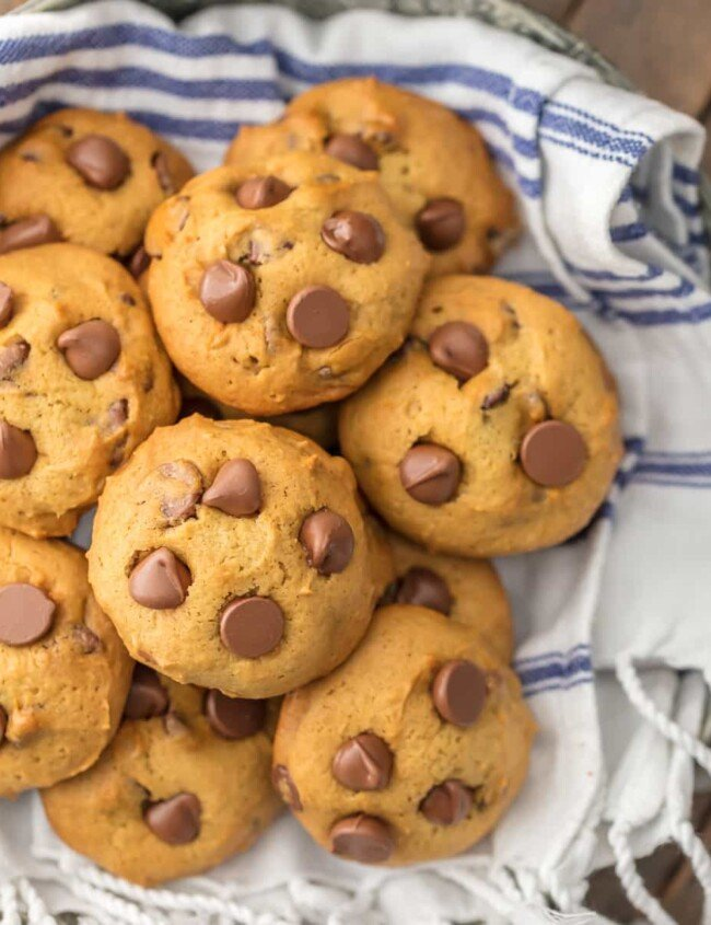 APPLESAUCE CHOCOLATE CHIP COOKIES are the perfect skinny(er) way to enjoy holiday baking! These soft chocolate chip cookies are loaded with chocolate and made with applesauce! These applesauce cookies have amazing flavor, less calories, and you can eat the dough with no worries!