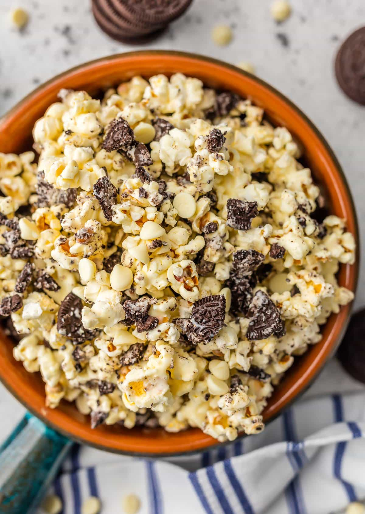 Sweet and salty popcorn recipe: a bowl of popcorn with Oreos and white chocolate chips