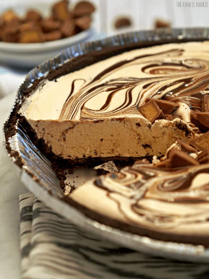 Peanut Butter Cup Ice Cream Pie | The Cookie Rookie