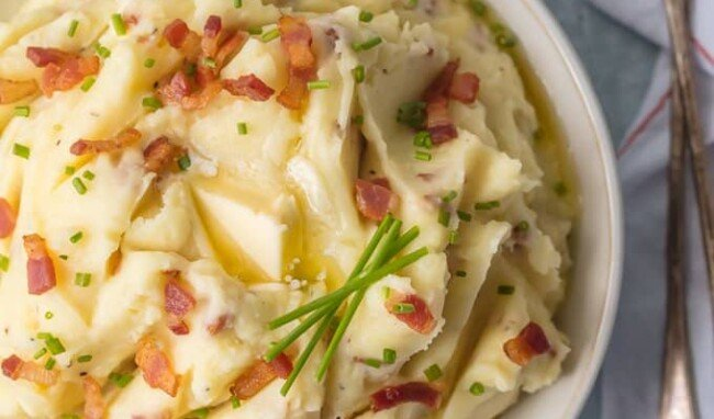 Every Thanksgiving table needs BACON GOAT CHEESE MASHED POTATOES! These are our favorite mashed potatoes and are always a crowd pleaser. So creamy, flavorful, and delicious. THE BEST cheesy mashed potato recipe!