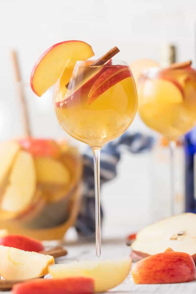 Apple Pie Sangria | The Cookie Rookie