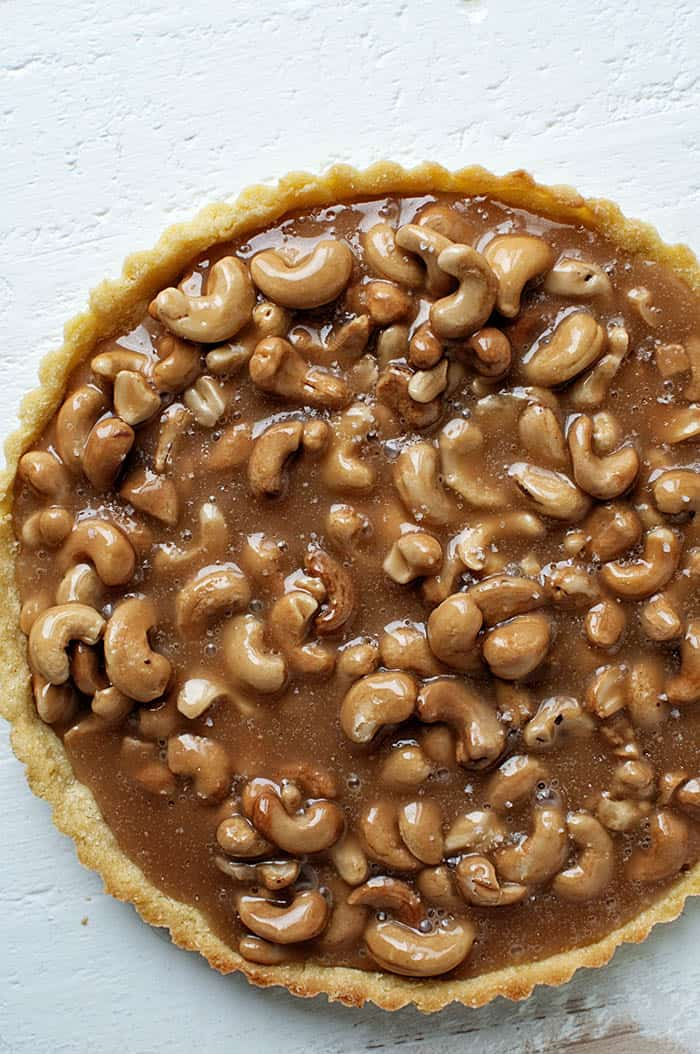 Salted Caramel Cashew Tart | Sweet Recipeas