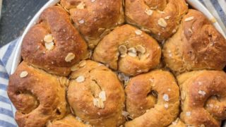 Oatmeal Bread Rolls with Molasses