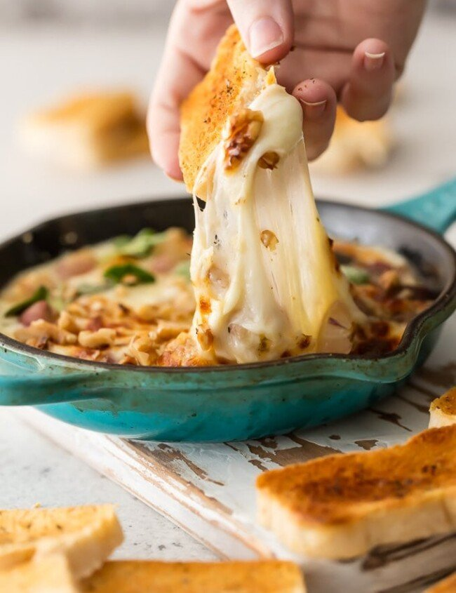 PROVOLONE CHEESE baked with walnuts and oven-roasted grapes is an easy, pretty, and delicious appetizer for the holiday season. This easybaked cheese dip is full of flavor, and it only uses 3 INGREDIENTS! I'm obsessed with this provolone cheese dip recipe!