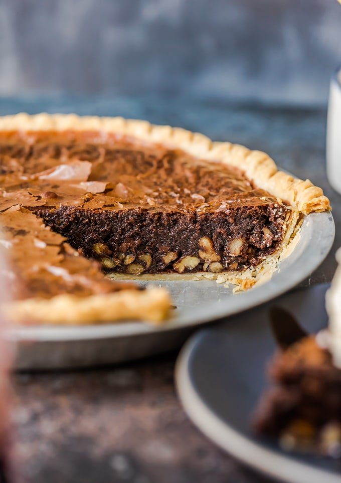 Brownie pie with a layer of pecans inside