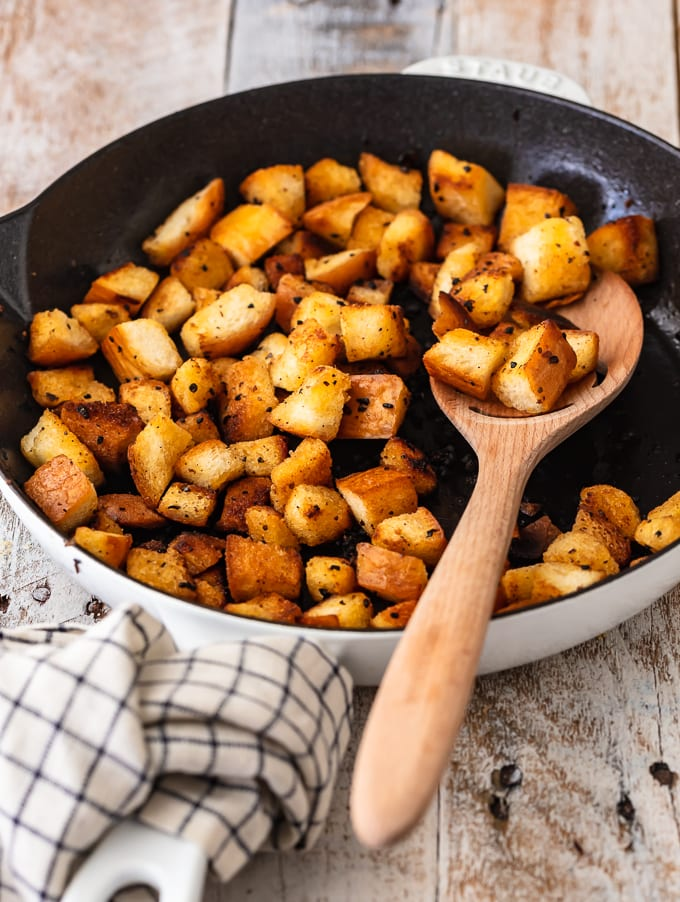 Making croutons in a skillet