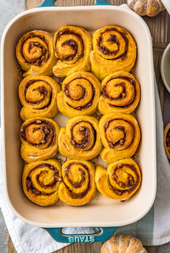 Pumpkin cinnamon rolls without frosting