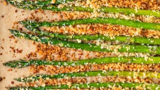 Crispy Garlic Roasted Asparagus (with Garlic Aioli)
